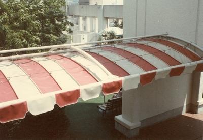 階段通路テント